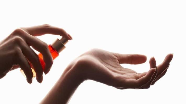 ویژگی های عطر و ادکلن مناسب برای محیط کار