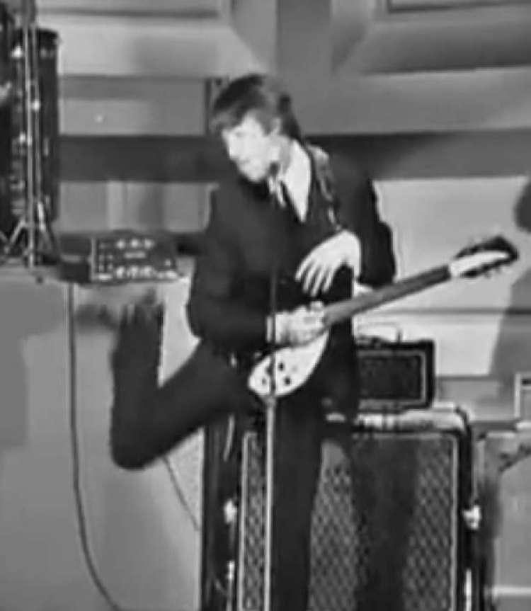 پخش ویدیوی بسیار زشت تمسخر افراد معلول توسط نابغه گروه بیتلز