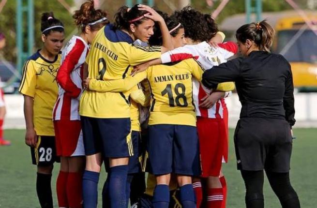 احترام به حجاب در فوتبال بانوان (عکس)